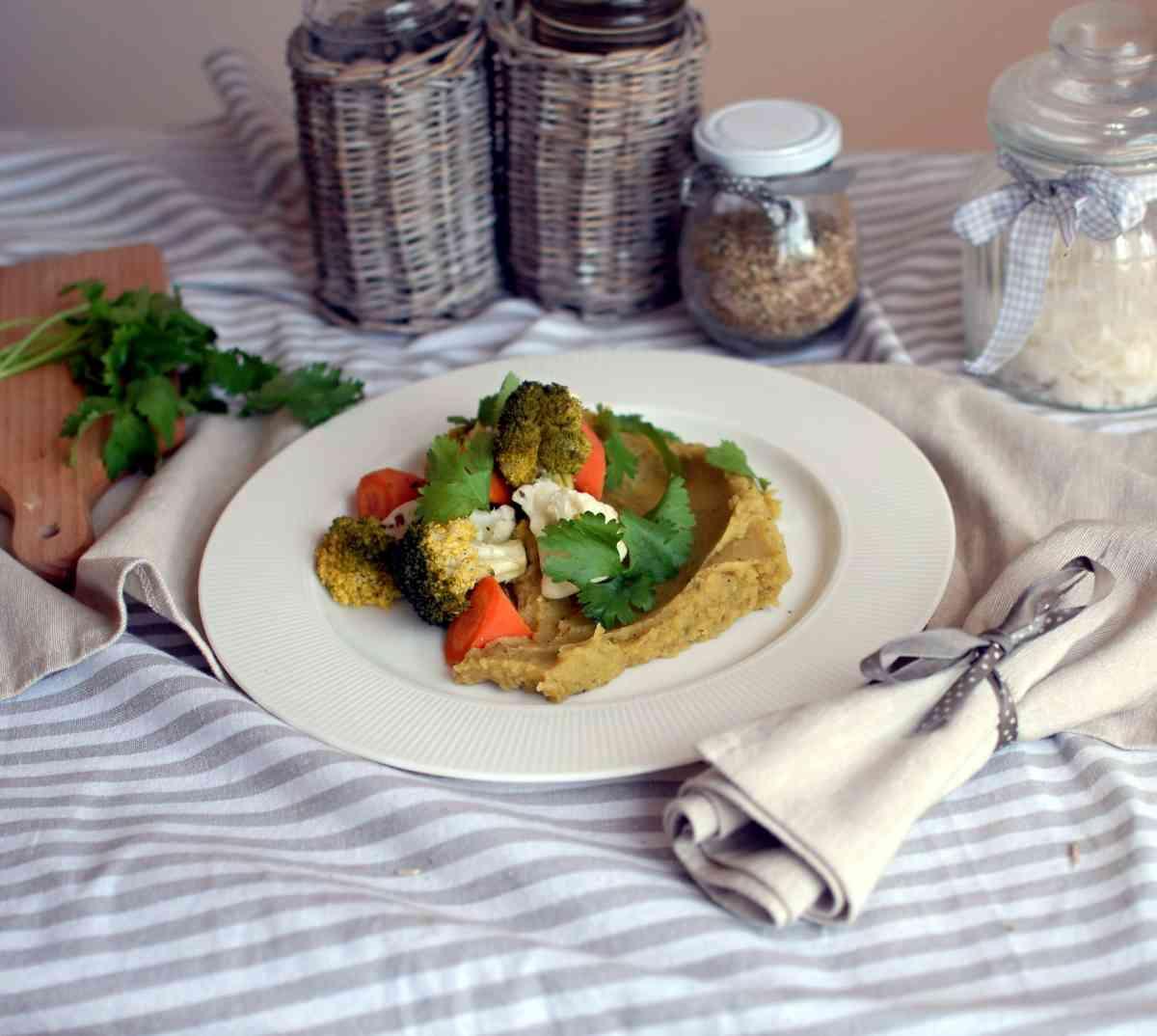 Zelenina na páře, čočková kaše, listový salátek