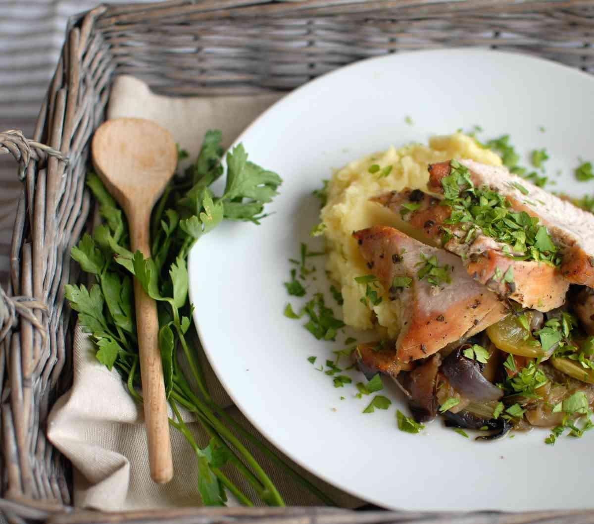 Telecí kýta se zeleninou, bramborová kaše, řeřicha
