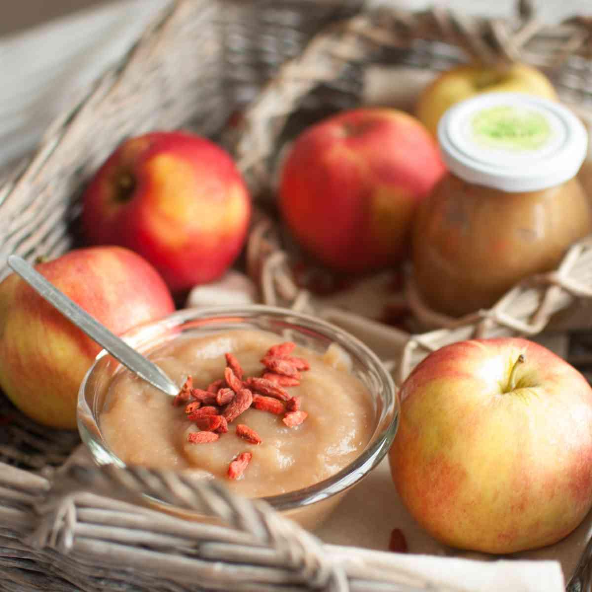 Pyré z pečených jablek GOJI