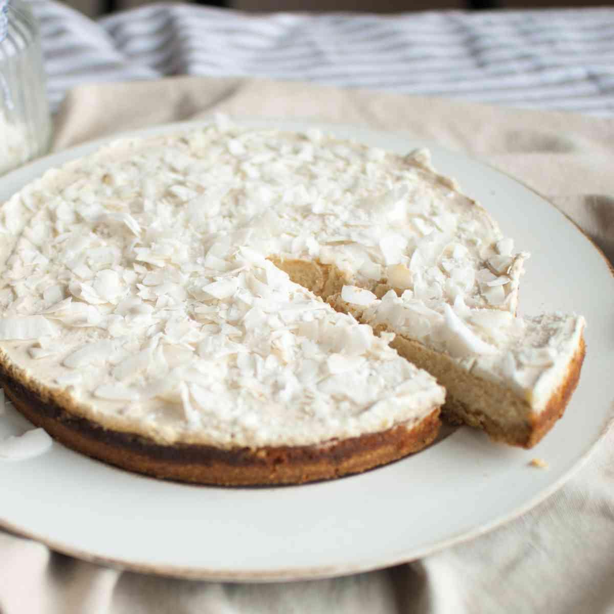 Kokosový cheesecake s krémovou polevou