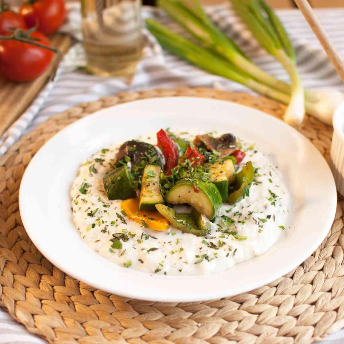 Italské rizoto Parmigiano s grilovanou zeleninou, bylinkami a parmazánem